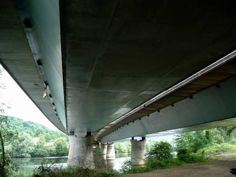 Autoroute A31 Viaduc de Belleville Pont courbe avec caissons droits.