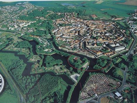 Fortifications de Bergues - Vue aérienne de la ville