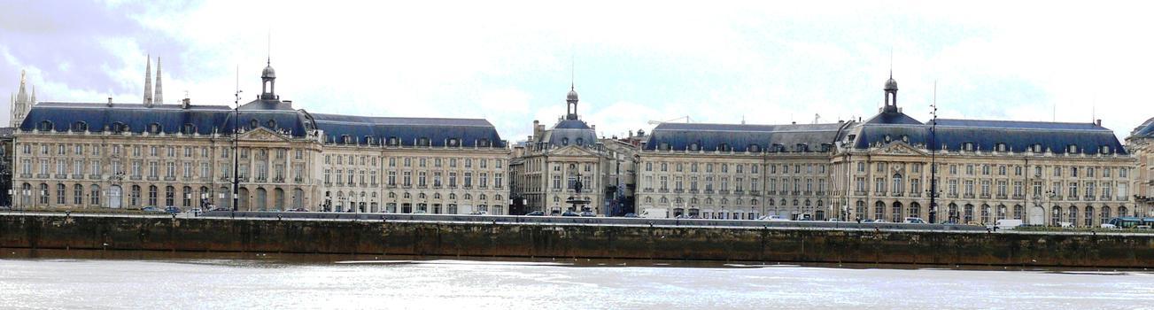 Bordeaux - Place de la Bourse vue de l'autre rive - Ensemble
