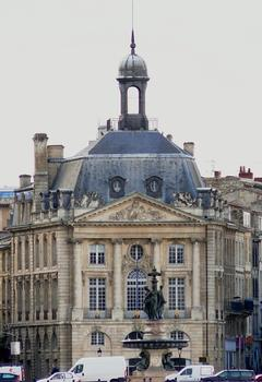 Bordeaux - Place de la Bourse vue de l'autre rive - Pavillon central