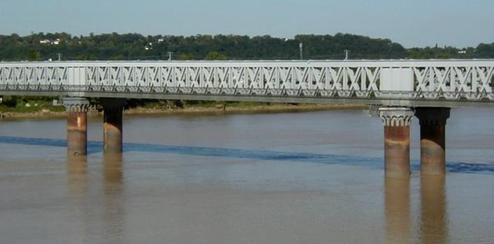 Pont ferroviare de Bordeaux