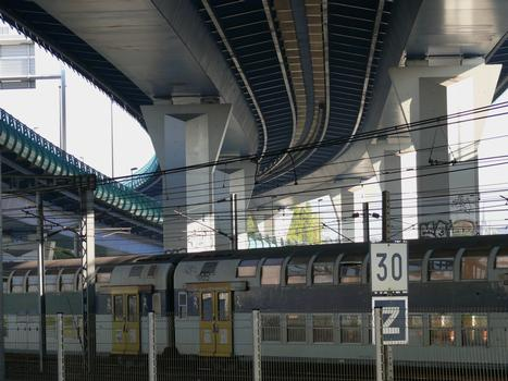 Brücke über die Eisenbahn am Bahnhof Lille-Flandres