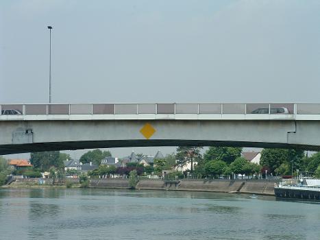 Pont routier de Bry, Bry-sur-Marne Poutre isostatique centrale
