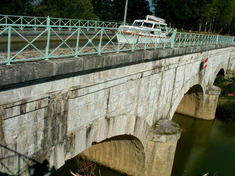 Canal latéral à la Garonne Pont-canal sur la Baïse