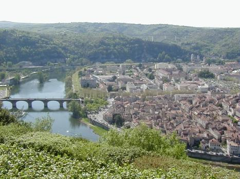 Overview of Cahors with its bridges