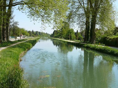 Canal de Berry à Vierzon - Après l'écluse