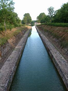 Canal de Bourgogne - Créancey - Tranchée de Créancey à l'entrée du tunnel de Pouilly-en-Auxois (côté Dijon) et halte nautique