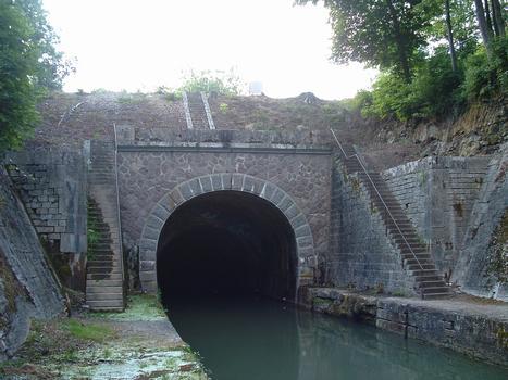 Canal de Bourgogne - Créancey - Entrée du tunnel de Pouilly-en-Auxois (côté Dijon)