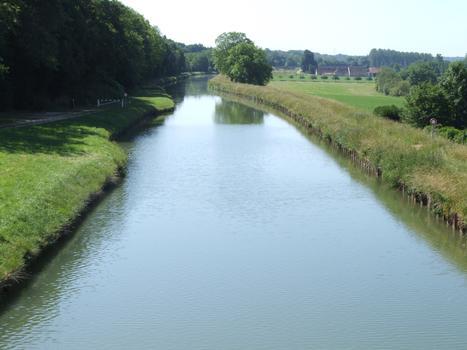 Briare-Kanal in Dammarie-sur-Loing