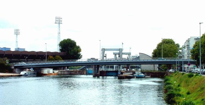 Canal de Nantes à Brest - Nantes - Ecluse Saint-Félix derrière le pont de Tbilissi et le bassin Saint-Félix