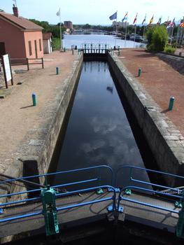 Canal de Roanne à Digoin - Première écluse à la sortie du port de Roanne