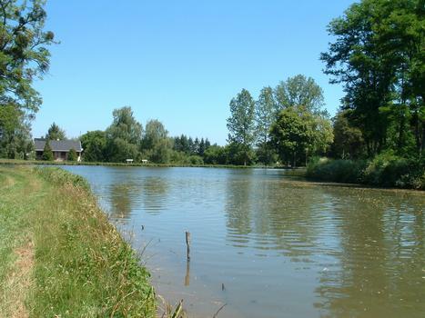 Canal de Roanne à Digoin - Débouché du canal dans le canal latéral à la Loire près de Digoin