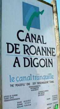 Canal de Roanne à Digoin - Panneau d'information à l'entrée du canal de Roanne à Digoin