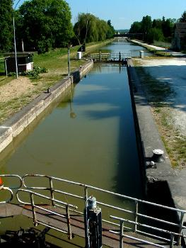 Loing Canal at Moret-sur-Loing Lock no. 18