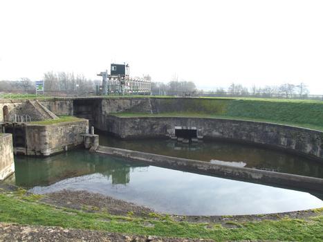 Canal latéral de la Loire - Ecluse ronde des Lorrains - Vers l'Allier