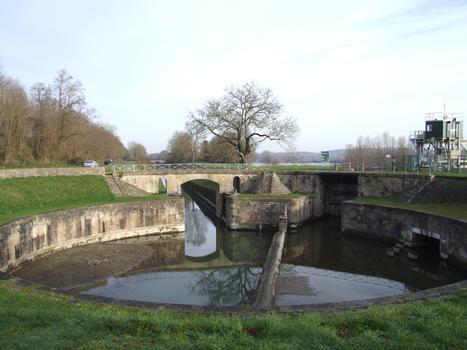 Canal latéral de la Loire - Ecluse ronde des Lorrains - Vers le canal latéral