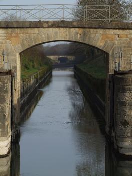 Canal latéral de la Loire - Ecluse ronde des Lorrains - Branche d'Apremont vers le canal latéral de la Loire