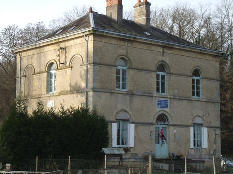 Canal latéral de la Loire - Ecluse ronde des Lorrains - Maison des gardes