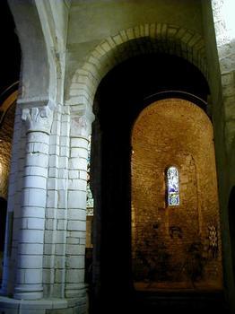 Eglise Saint-Pierre de Carennac. Pilier de la nef et absidiole