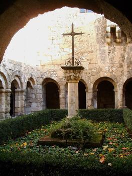 Cavaillon - Cloître de l'ancien groupe épiscopal de la cathédrale Notre-Dame et Saint-Véran