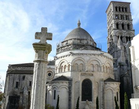 Angoulême - Cathédrale Saint-Pierre - Chevet
