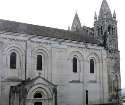 Angoulême - Cathédrale Saint-Pierre - Façade latérale nord de la nef