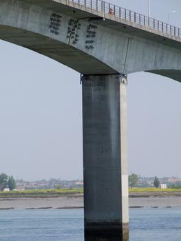 Pont sur la Seudre vu de la rive gauche - Un pile - Renforcement du tablier au droit d'un voussoir d'articulation