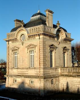 Château de Blérancourt - Musée national de la Coopération franco-américaine  Un pavillon de Salomon de Brosse