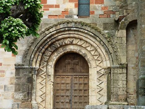 Châteaumeillant - Eglise Saint-Genès - Portail latéral