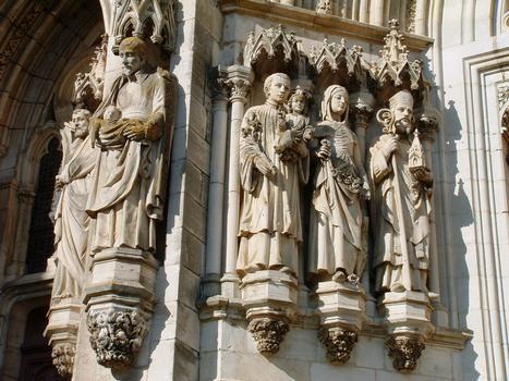 Châteauneuf-sur-Cher - Basilique Notre-Dame-des-Enfants - Porte centrale, côté gauche: Saint Vincent de Paul, saint Louis de Gonzague sainte Germaine, saint Osmond