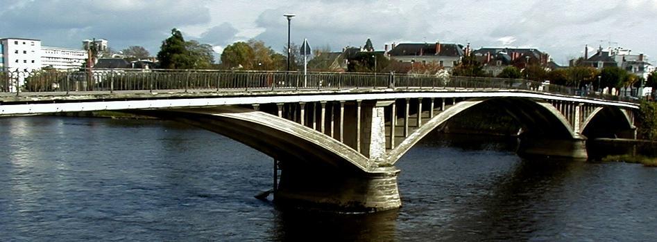 Pont Camille de Hogues, Châtellerault