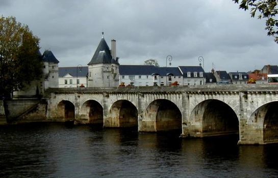 Pont Henri IV à Châtellerault.Côté amont