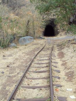Chemin de fer de La Réunion - Tunnel de la Grande-Chaloupe à La Possession - Entrée à la Grande-Chaloupe