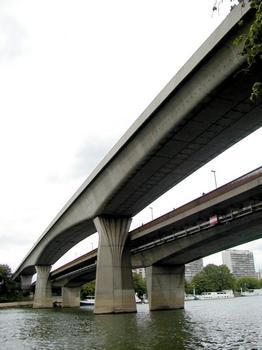 Pont-métro de Clichy. Pont-routier à droite