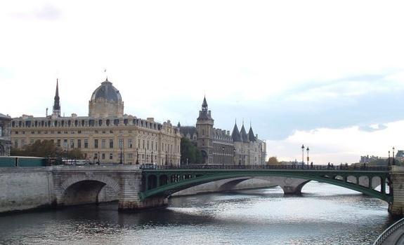 The Seine, its bridges, the Conciergerie and the Tribunal de Commerce in Paris