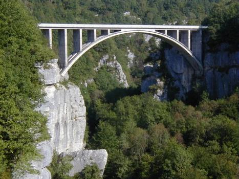 Pont des Pierres Gesamtansicht