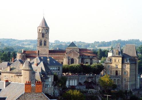Uzerche - Ancienne abbatiale Saint-Pierre - Ensemble