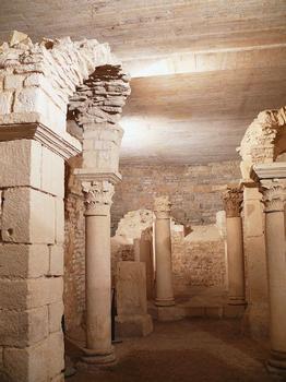 Flavigny-sur-Ozerain - Ancienne abbaye Saint-Pierre - Crypte carolingienne Sainte-Reine