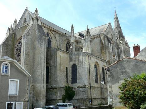 Saint-Maixent-l'Ecole - Eglise Saint-Maixent - L'église vue du chevet