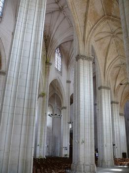 Saint-Maixent-l'Ecole - Eglise Saint-Maixent (ancienne abbaye) - Nef: vaisseau central et bas-côté