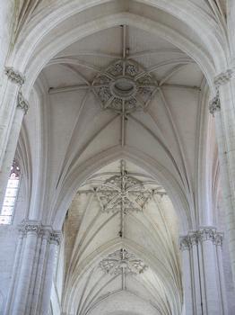 Saint-Maixent-l'Ecole - Eglise Saint-Maixent (ancienne abbaye) - Voûtes de la croisée du transept et du choeur