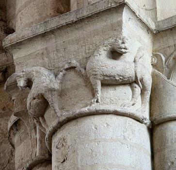Saint-Maixent-l'Ecole - Eglise Saint-Maixent (ancienne abbaye) - Nef: chapiteau