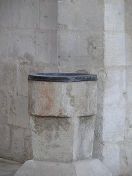 Saint-Maixent-l'Ecole - Eglise Saint-Maixent (ancienne abbaye) - Bénitier roman