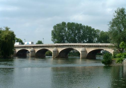 Dole - Grand pont vu de l'amont