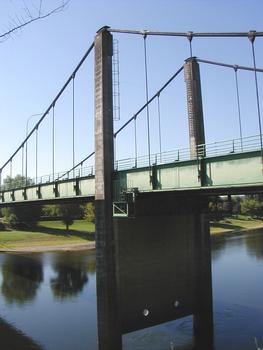 Sainte-Foy-la-Grande - Pont suspendu - Pylône