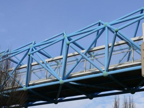 Fußgängerbrücke über die A7