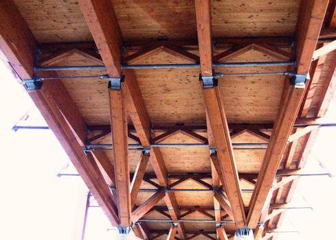 Crest - Pont de bois - Vue de la sous-face du tablier et des bracons sur appui