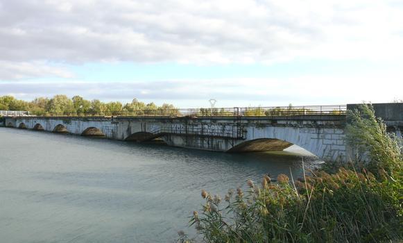 Ancien pont de l'Isère - Ancien franchissement de l'Isère par la RN7
