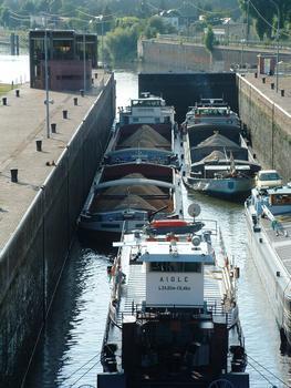Ecluses d'Amfreville sur la Seine - Vue de l'amont - Fermeture de la porte aval