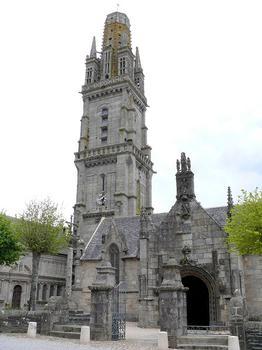 Lampaul-Guimiliau - Eglise Notre-Dame et enclos paroissial - Eglise avec porche et calvaire